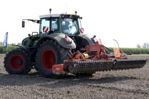 trattore macchine agricole macchina agricola lavoro nei campi agricoltura