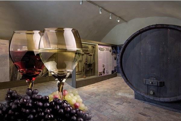 Vino, azienda vinicola, prodotti tipici