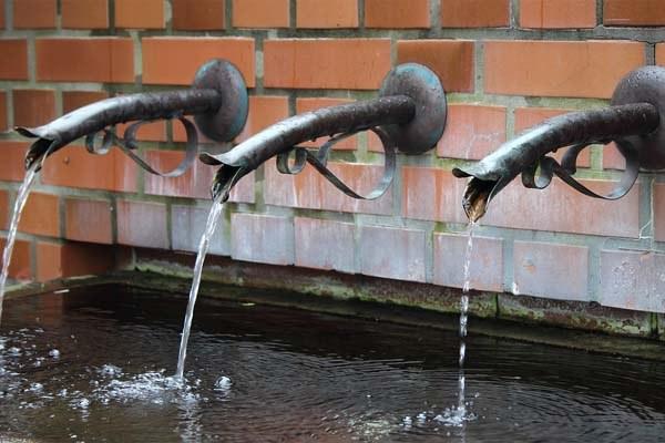 Acqua, rete idrica, rubinetti
