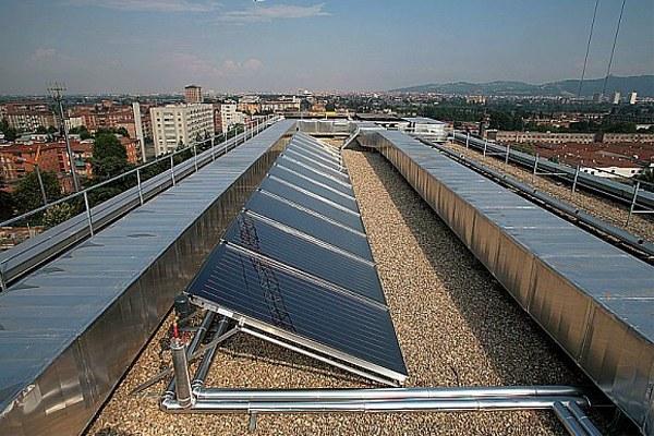 Azienda con pannelli fotovoltaici, pannelli solari