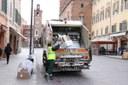 Operatore ecologico, raccolta differenziata carta, rifiuti