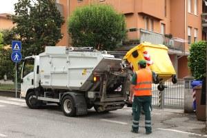 Operatore ecologico, raccolta differenziata, rifiuti
