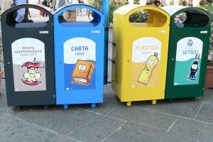 Bidoni raccolta differenziata rifiuti ambiente