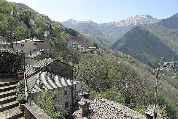 Paese, collina, tetti, Monteacuto (Bo)