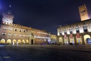 Piazza Maggiore, Bologna, notte, Palazzo d'Accursio