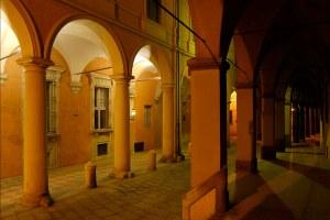 portici_di_Via_Castiglione_a_Bologna.jpg
