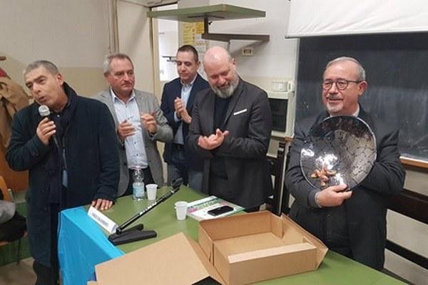 Bonaccini a consegna raccolti fondi Ageop 21 dicembre 2018
