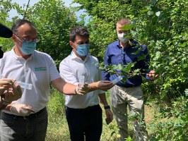 lancio vespa samurai. assessore Mammi e resp. servizio fitosanitario E-R Stefano Boncompagni .jpg