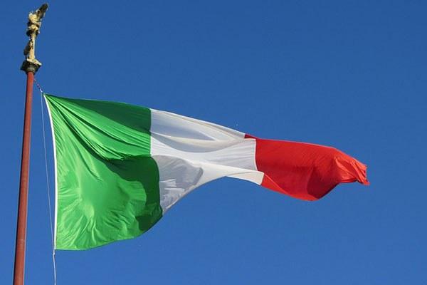 bandiera italiana, tricolore, 25 aprile, liberazione