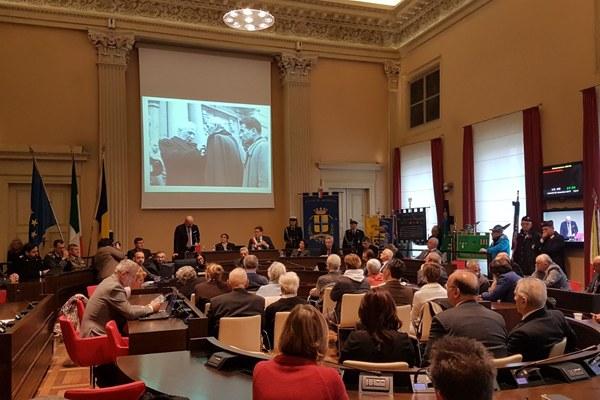 Bonaccini a Modena per 70esimo anniversario medaglia d'oro al valore militare - sala