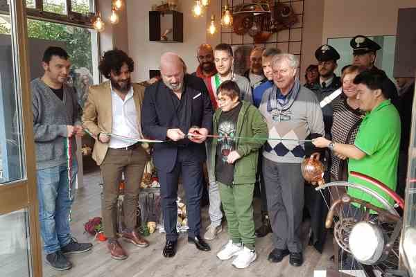 Bonaccini a Vignola inaugura laboratorio 1