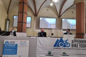 conferenza stampa Appennino bike tour Bonaccini