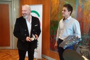 Il presidente Bonaccini premia Erik Davolio 27-12-2018 - foto 1