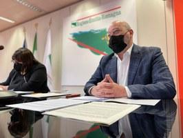 Conferenza stampa edilizia scolastica marzo 2021 Bonaccini e Salomoni
