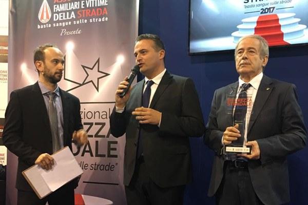 """Donini riceve il premio """"Basta sangue nelle strade"""" a Eicma 2017 - 3"""