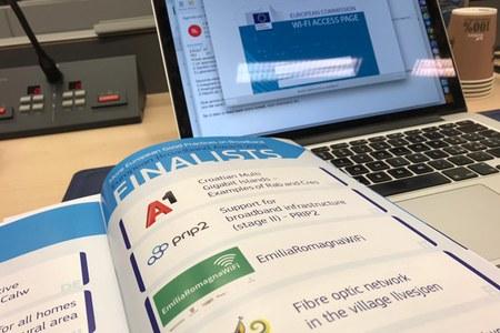ERWifi premiazione a Bruxelles con Andrea Orlando (pc)