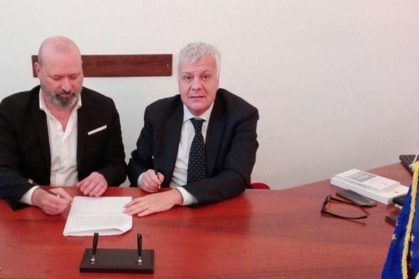 Firma accordo Galletti e Bonaccini a Roma per sicurezza idrogeologica (18/12/2017) home