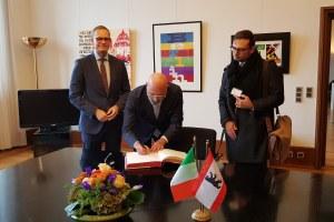 Settimana della cucina in Germania, Bonaccini firma il Libro d'oro
