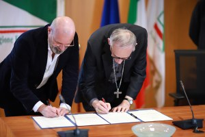 Firma intesa turismo religioso Bonaccini Zuppi (dicembre 2019)