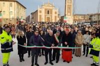 Terre del Reno (Fe), riapre la chiesa di Sant'Agostino, inaugura la piazza, taglio nastro, Bonaccini, Zuppi, Lodi (9-2-2020)
