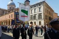 Bonaccini a Reggio Emilia per festa Liberazione 25 aprile 2018 - gonfalone Regione
