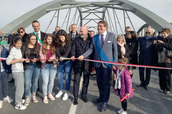Inaugurazione ponte Bomporto (Mo), taglio del nastro. Ricostruzione post sisma  (11/11/2017)