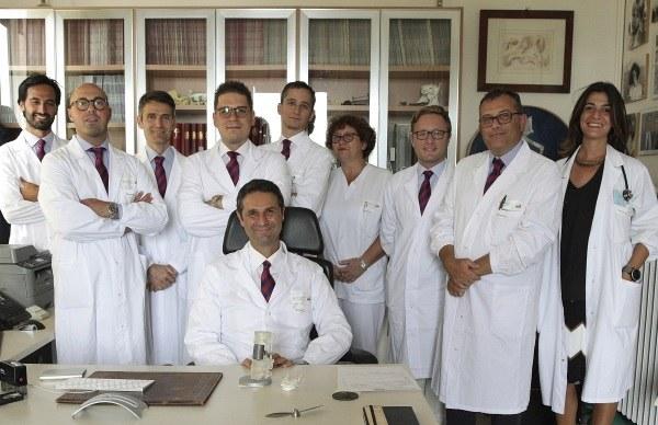 Gasbarrini con equipe chirurgica dell'intervento