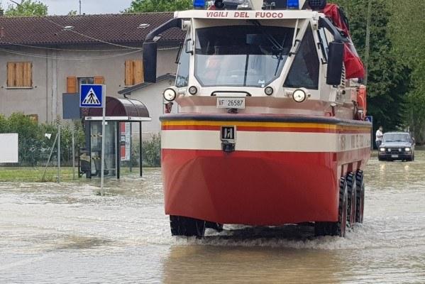Maltempo maggio 2019, Villafranca (Fc), allagamento, mezzo vigili fuoco