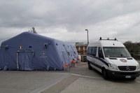 Coronavirus montaggio container per elisoccorso ospedale Maggiore Bologna ad opera di volontari Federgev 1