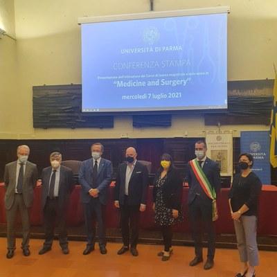 presentazione del corso di laurea in medicina in lingua inglese a Parma, con presidente Bonaccini e assessore Salomoni