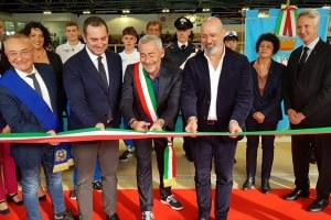 Taglio nastro inaugurazione piscina Cattolica Rimini Bonaccini Spadafora (dicembre 2019)
