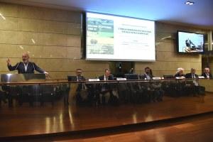 Manifestazione No dazi Bonaccini Caselli tavolo relatori 31 ottobre