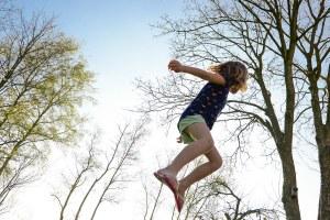 Bambina al parco