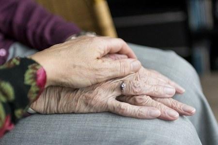 Anziani, mani