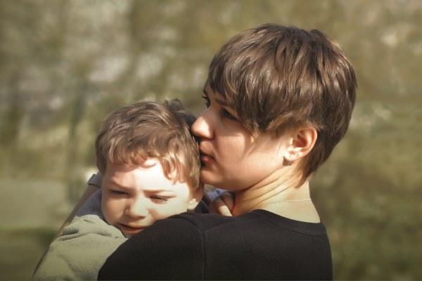 Povertà- Donna con bambino