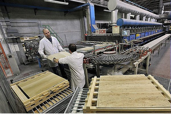 Azienda cooperativa Greslab, piastrelle ceramica, operai, cooperazione