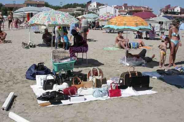 commercio abusivo spiaggia 3