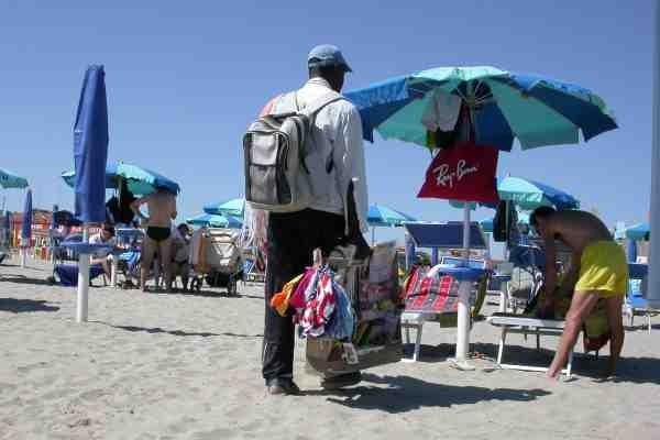commercio abusivo spiaggia 2