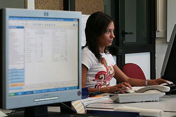 Donna, lavoro, pc