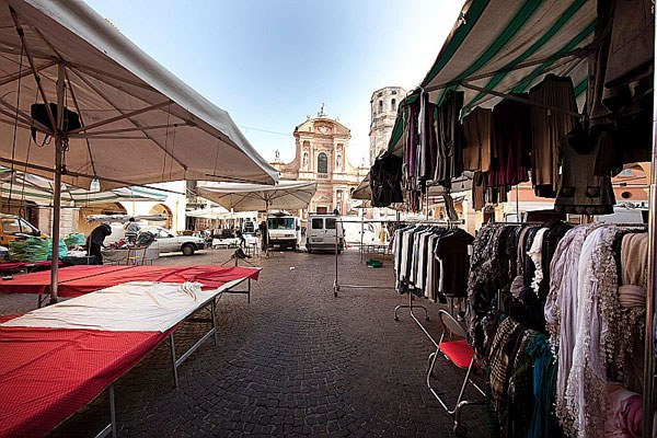 Mercato, bancarelle, ambulanti