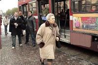 Autobus, persona anziana, trasporto pubblico locale