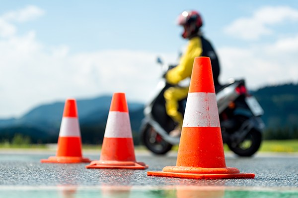 Educazione stradale, sicurezza, test di guida, scuola guida