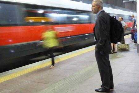 Pendolari, treno, treni, stazione, viaggiatori