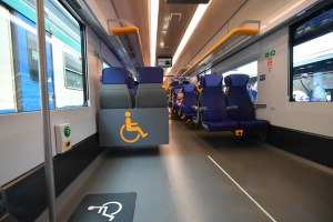 Treno, treno pop, interno treno, scompartimento