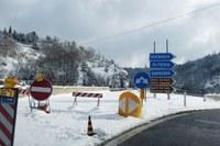 Segnaletica E45 interruzione viadotto neve