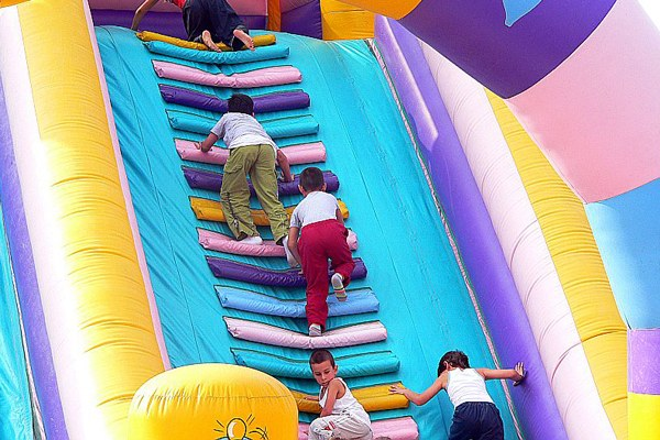 Bambini, divertimento, giochi, vacanze, turismo