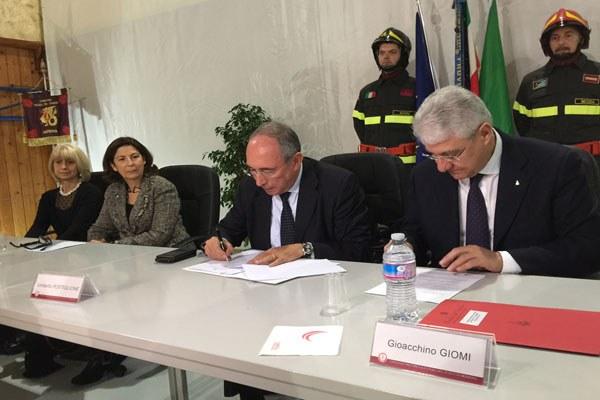 Costi firma consegna mezzi a Vigili del fuoco di Modena