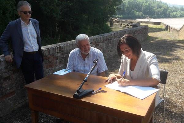 Gazzolo firma contratto della chiusa a Casalecchio di Reno