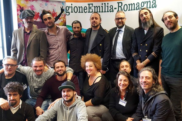 L'assessore Mezzetti e i vincitori concorso Musica libera 2015