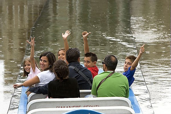 Persone parco divertimenti, turismo, vacanze, bambini